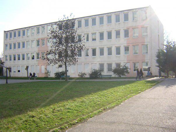 Batiment ancien collège Montaigne